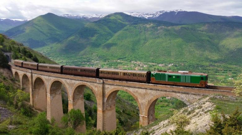 De Italiaanse TranSiberiana spoorlijn tussen Molise en Abruzzo