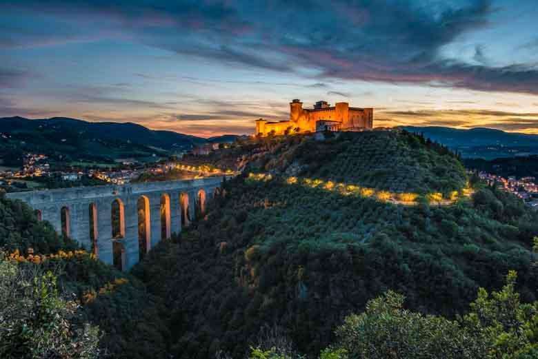 De beroemde brug van Spoleto en meer spannende tips