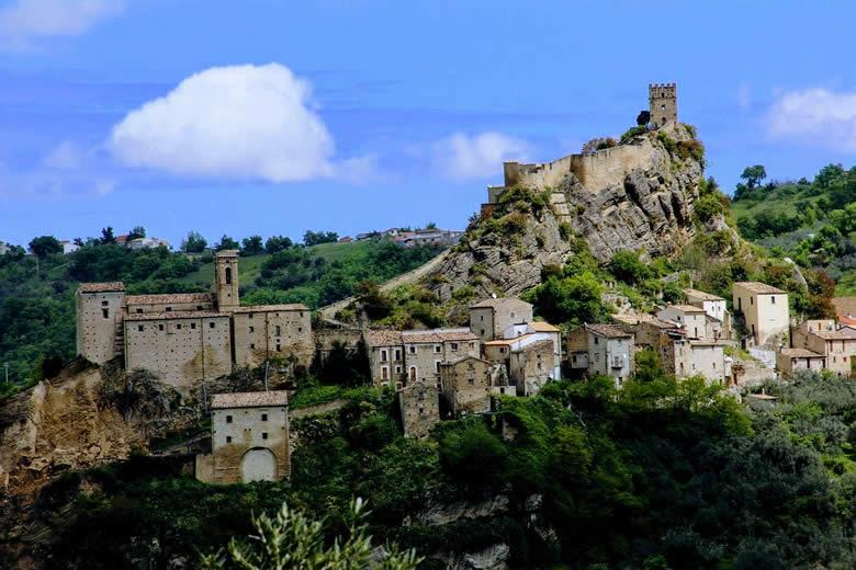 TV serie ´De naam van de roos´ opnamen in Abruzzo