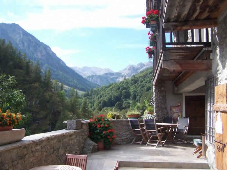 Piemonte | small hotel + ristorante for sale in Piemontese mountains