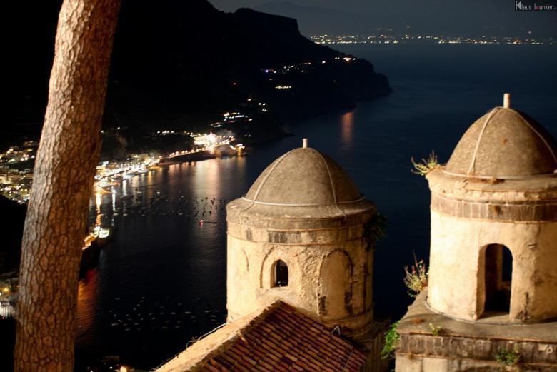 Het Ravello Festival met uitzicht over de Amalfitaanse kust