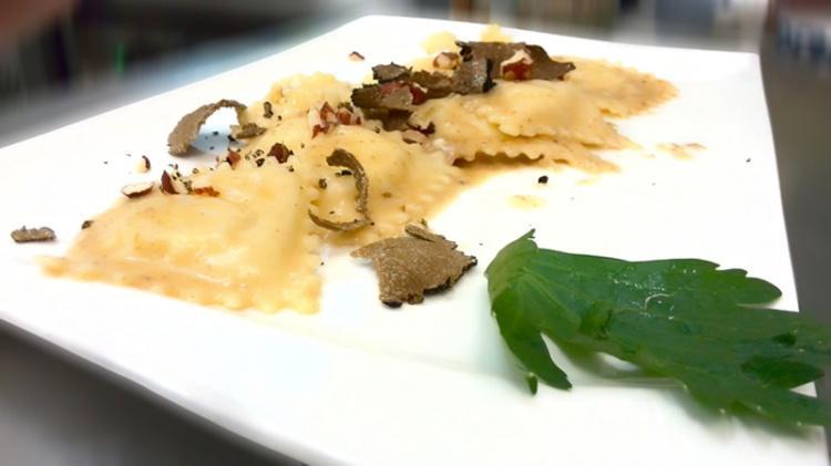 Grote ravioli met ricotta en truffel