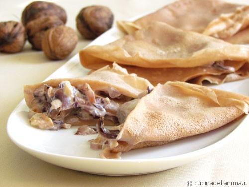 Pannekoekjes van kastanjemeel gevuld met radicchio