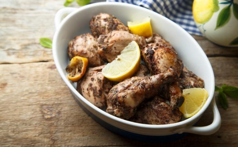 Krokante kip met citroen, knoflook en rozemarijn
