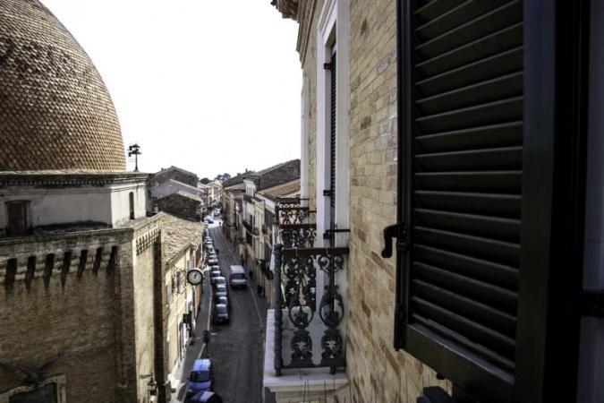 Te koop Palazzo Ciafardoni met appartementen en  handelsruimte